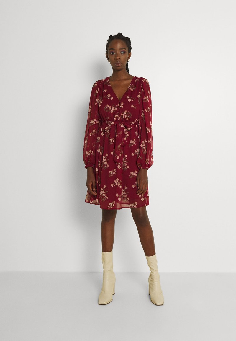 Vero Moda - VMFRAYA V NECK BALLOON DRESS - Shirt dress - cabernet