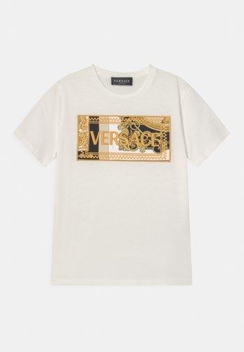 HERITAGE EMBRODER UNISEX - Print T-shirt - white/black/gold