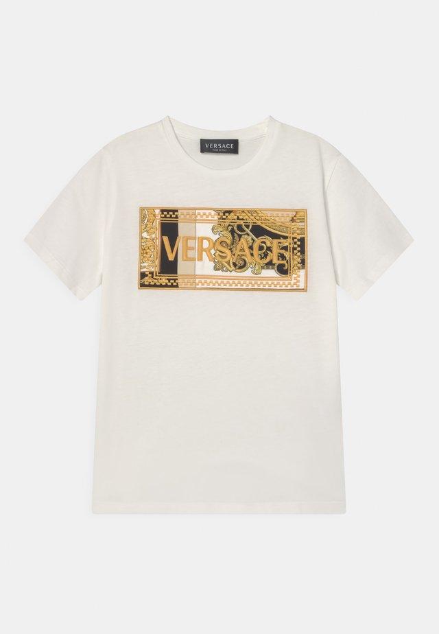 HERITAGE EMBRODER UNISEX - T-shirts med print - white/black/gold