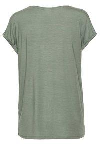 Vero Moda - VMAVA V NECK TEE - T-shirts basic - laurel wreath - 1