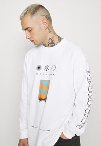 Mennace - UNISEX SYMBOL - Long sleeved top - white - 3