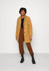 Vero Moda - VMCALACINDY - Zimní kabát - tobacco brown - 1