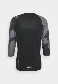 Gore Wear - TRAIL - Print T-shirt - black/dark graphite grey - 1