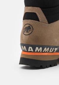 Mammut - YATNA II HIGH GTX WOMEN - Hiking shoes - dark safari/black - 5