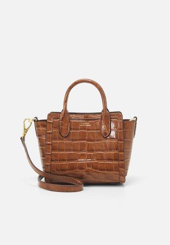 TYLER MEDIUM - Handbag - deep saddle tan