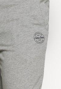 Jack & Jones - JJIGORDON JJSHARK - Tracksuit bottoms - light grey melange - 4