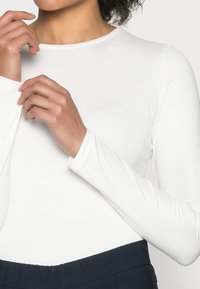Opus - SMILLA - Bluzka z długim rękawem - milk - 4