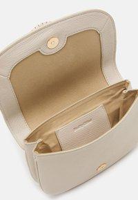 See by Chloé - SHOULDER BAGS - Taška spříčným popruhem - cement beige - 2