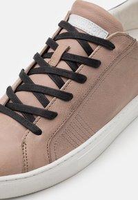 Crime London - Sneakers laag - beige - 5