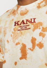 Karl Kani - UNISEX RETRO - T-shirt con stampa - white - 4