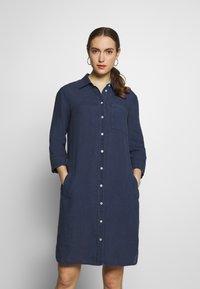 Marc O'Polo - DRESS TUNIQUE COLLAR WELT POCKETS SIDE SLITS - Shirt dress - dark blue - 0