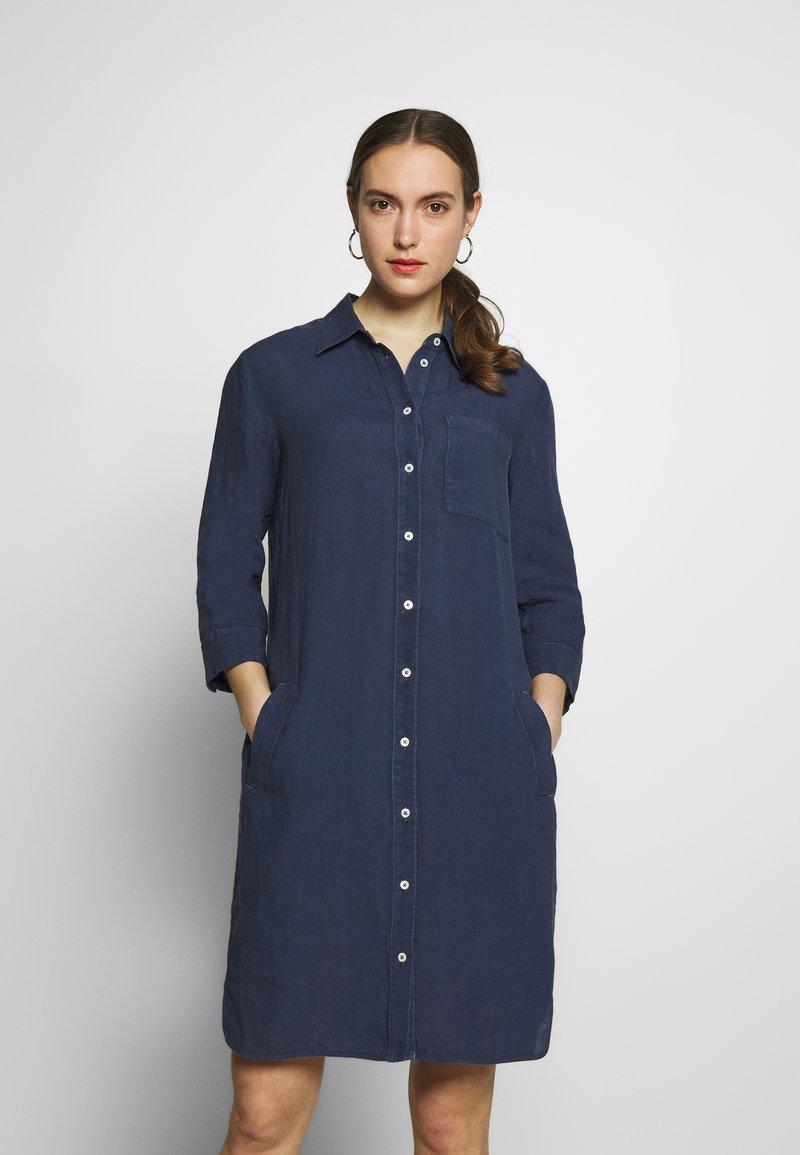 Marc O'Polo - DRESS TUNIQUE COLLAR WELT POCKETS SIDE SLITS - Shirt dress - dark blue
