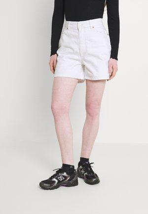 ONLBAY LIFE MOM - Szorty jeansowe - white