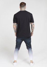 SIKSILK - POLY ATHLETE - Pantaloni cargo - black/white - 2