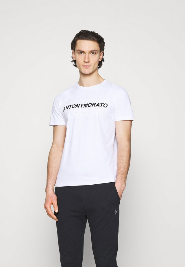 SLIM FIT WITH LOGO - T-shirt imprimé - bianco