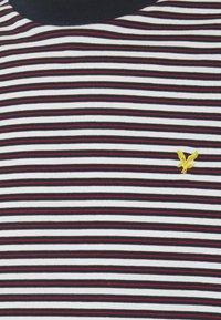 Lyle & Scott - ARCHIVE STRIPE RELAXED FIT - Print T-shirt - dark navy - 7