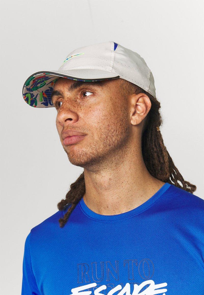 Nike Performance - DRY AROBILL UNISEX - Cap - desert sand