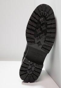 Vagabond - JOHNNY - Lace-up ankle boots - black - 4