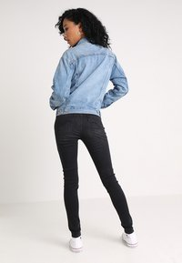 Levi's® - EX BOYFRIEND TRUCKER - Chaqueta vaquera - soft as butter mid - 2