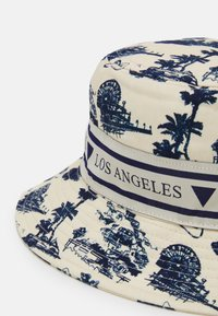 Guess - BUCKET HAT UNISEX - Hat - white/blue - 3