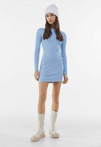 Bershka - MIT RAFFUNGEN  - Jumper dress - light blue - 1