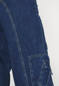 BDG Urban Outfitters - LOW RISE CARGO - Jeansy Straight Leg - blue - 4
