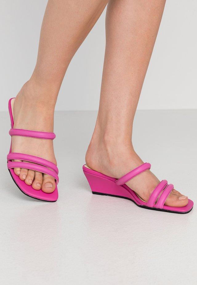 NELLIE - Pantofle na podpatku - pink
