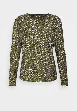 VMBRITT TOP - Langærmede T-shirts - fir green/britt