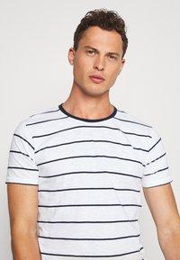 Lindbergh - STRIPED SLUB TEE - Print T-shirt - white - 3