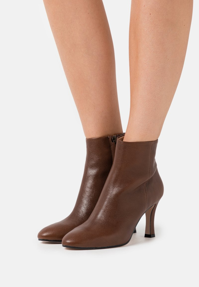 Bianca Di - High heeled ankle boots - brown