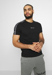 Champion - CREWNECK - T-shirt con stampa - black - 0