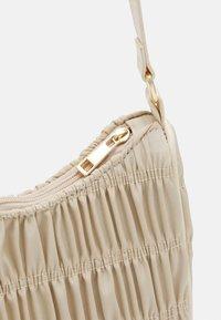 Pieces - PCMILLE SHOULDER BAG - Handbag - warm sand - 3