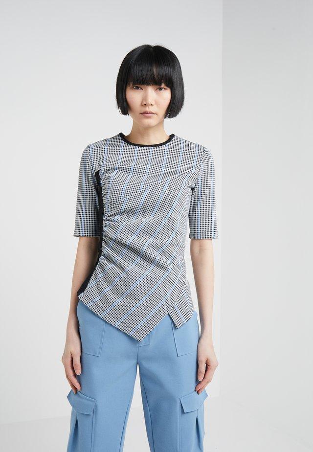 TRACCIARE MAGLIA PUN - Print T-shirt - bianco/nero/bluette