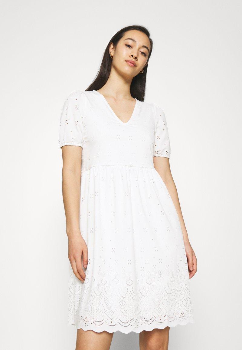 Vila - VITAMARA SHORT BRODERI DRESS - Day dress - snow white