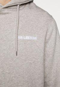 Han Kjøbenhavn - CASUAL HOODIE - Sweat à capuche - grey - 6