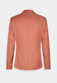 Isaac Dewhirst - THE FASHION SUIT NOTCH - Suit - coral - 15