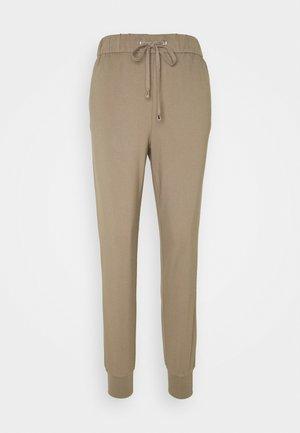 ONLPOPTRASH PANT - Teplákové kalhoty - walnut