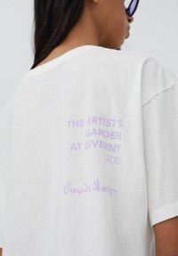PULL&BEAR - T-shirt med print - white - 4
