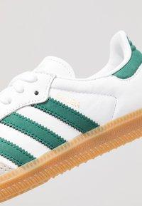 adidas Originals - SAMBA FOOTBALL - Trainers - footwear white/collegiate green/vapour green - 5