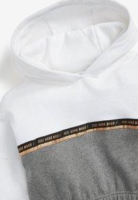 Next - CROP  - Sweat à capuche - white grey - 2