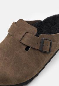 Birkenstock - BOSTON UNISEX - Slippers - dusty concrete gray - 5