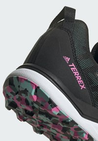 adidas Performance - TERREX AGRAVIC GORE-TEX TRAILRUNNING-SCHUH - Juoksukenkä/neutraalit - green - 9