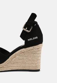 Pepe Jeans - MAIDA BASS - Platform sandals - black - 5