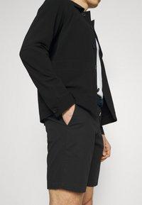 Tommy Hilfiger - BROOKLYN LIGHT - Shorts - black - 3