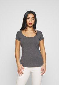 Anna Field Petite - 3 PACK - T-shirt basic - white/black/dark grey - 1