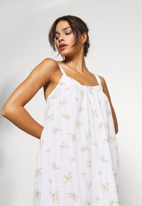 Marks & Spencer London - NIGHTDRESS DITSY - Nattskjorte - white - 4