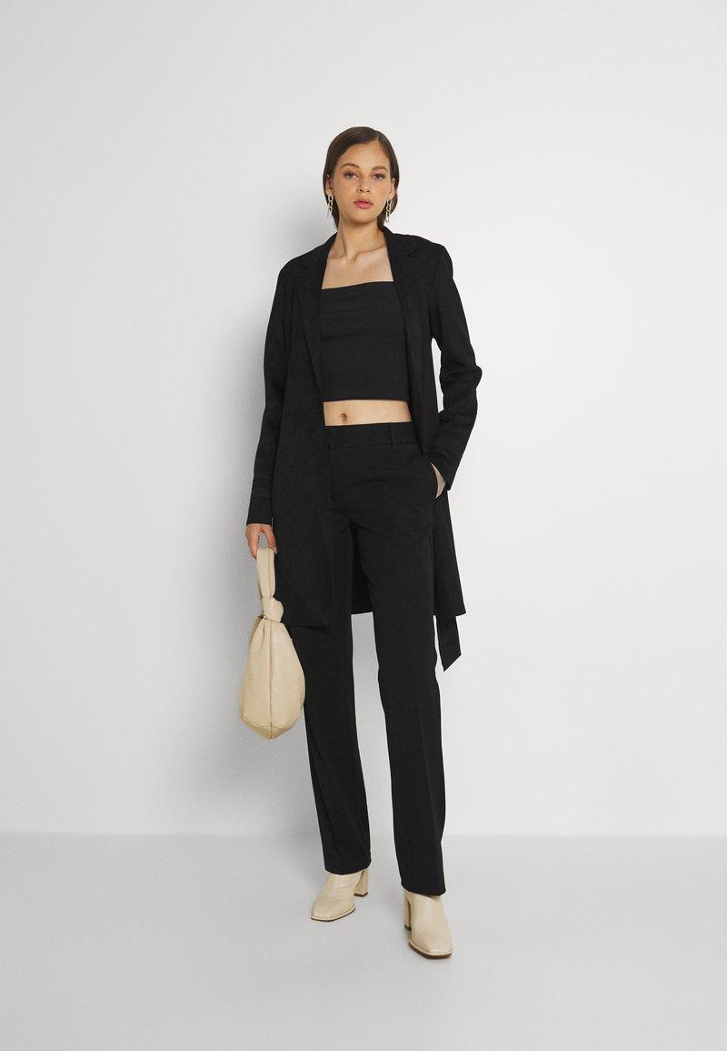 Vero Moda - VMEVERLY STRAIGHT PANT - Trousers - black