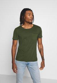 Blend - SLIM  - Basic T-shirt - forest green - 0