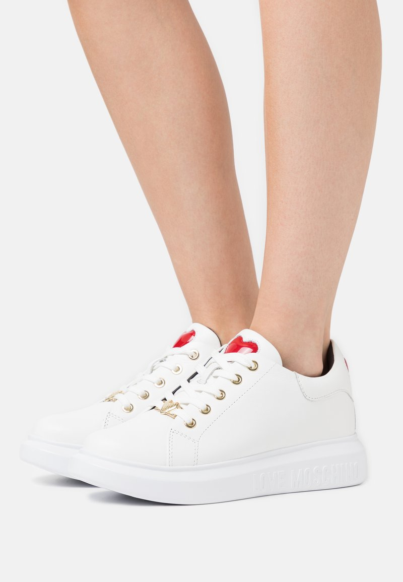 Love Moschino - LOVE RUNNING - Baskets basses - white