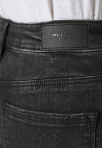 Vero Moda - VMLYDIA - Szorty jeansowe - black - 4